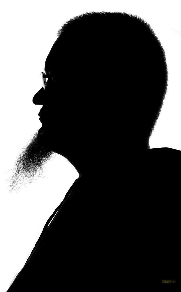 Side-Profile-of-a-Bearded-Guy.jpg